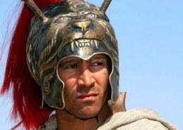 Кого из своих любимцев Македонский повелел увековечить Апеллесу?