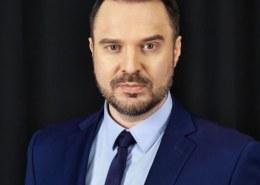 Какая биография ведущего ток-шоу «Время покажет» Руслана Осташко?
