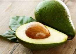 Почему у авокадо большая косточка?