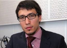 Какая биография политолога Дмитрия Абзалова?