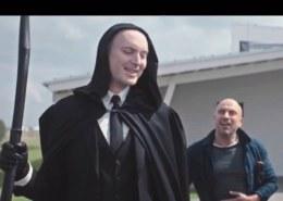 Кто играет Смерть с косой в рекламе МТС?
